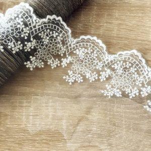"""Кружево """"Мелкие цветочки"""" на сетке, ширина 10 см, цвет Молочный (Китай)"""