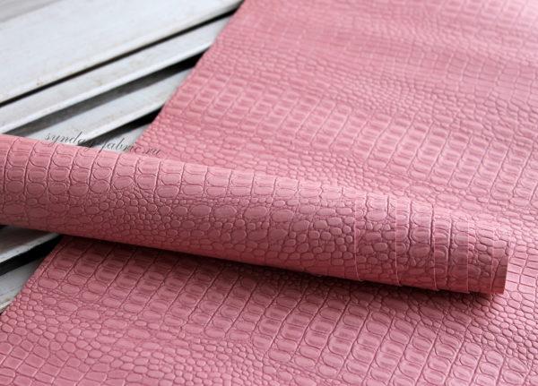 Переплетный кожзам, матовый с тиснением КРОКОДИЛ, цвет: Пудра розовая