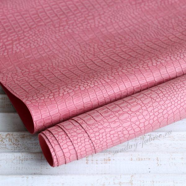 Переплетный кожзам, матовый с тиснением КРОКОДИЛ, цвет: Темно-розовый